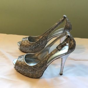 Guess size 6M heels
